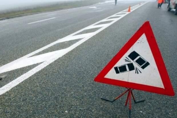 Хроника ДТП за минувшие сутки: в Крыму раненого водителя заклинило в деформированной легковушке