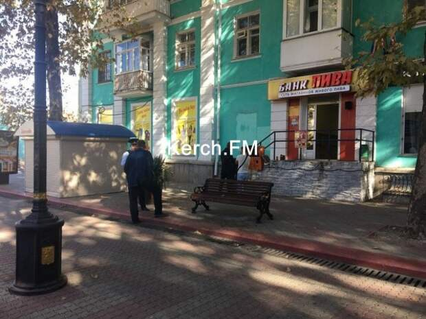 Крымские хулиганы «уничтожают» платежные терминалы (ФОТО)