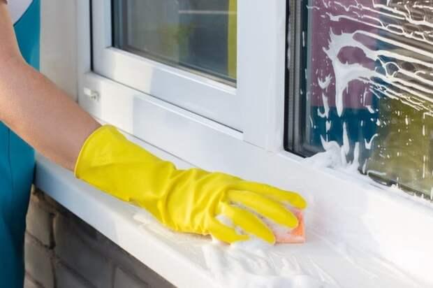 Подручные средства быстро и эффективно очистят подоконник