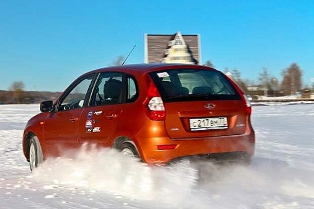 На зиму приходится снимать тормозные механизмы JBT и монтировать штатные – иначе не поставить шипованные шины на родных 14‑дюймовых дисках.