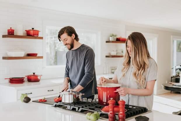Пара на кухне