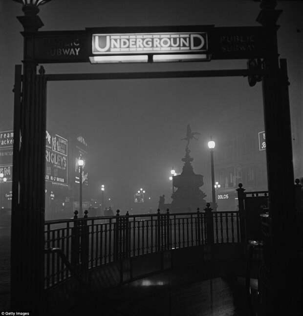 Архивные черно-белые фотографии площади Пикадилли в 1928 году