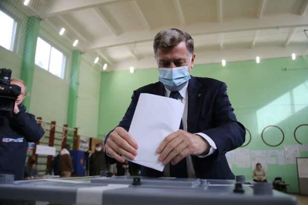 «Главное политическое событие этого года». Вячеслав Макаров поздравил петербуржцев с «праздником» выборов