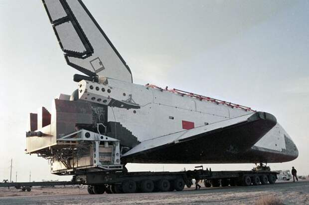 Орбитальный корабль многоразового использования «Буран» готовится к испытательному пуску.