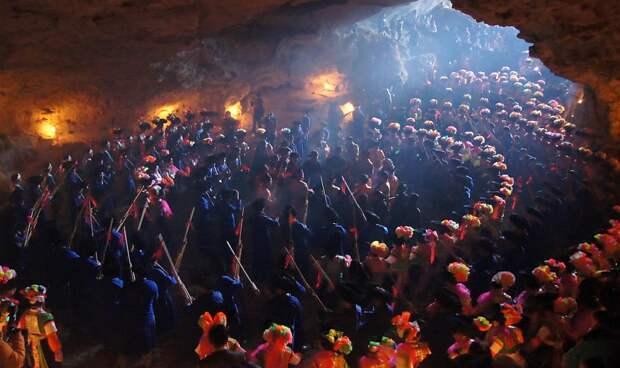 Встреча Года Дракона в пещере