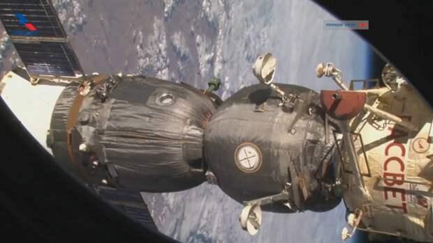 «Союз МС-18» с Пересильд и Шипенко на борту начал спускаться с орбиты