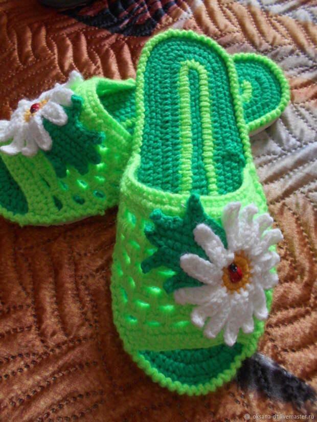 Какая красота! В таких шлепках ножкам будет тепло и комфортно.