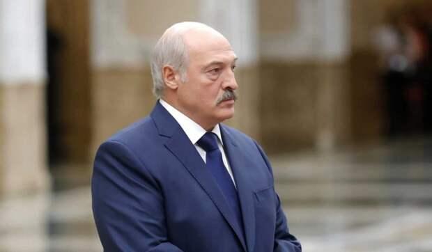 Лукашенко обратился к белорусским чиновникам: Вылезайте из-под плинтуса
