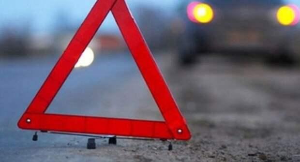 В Сети опубликовали видео, демонстрирующее, как девушка увернулась от наезда сразу двух машин