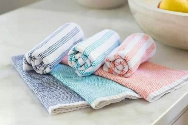 С марганцовкой кухонные полотенца будут выглядеть как новые. /Фото: homeasking.com