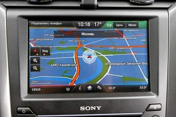 Навигация распознаёт пробки. Жаль, дисплей расположен под таким углом, что на нем хорошо видны отпечатки пальцев.