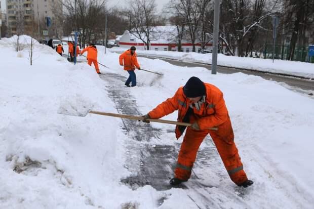Лефортовским коммунальщикам объяснили правила очистки крыш от снега — префектура