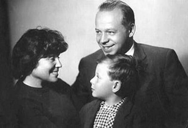 Лия Соломянская с семьей | Фото: kino-teatr.ru