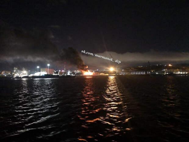 Появилось видео пожара на судоверфи в Мурманске