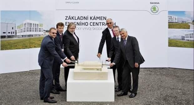 14 07 2015_Инвестиции в экологию - ŠKODA запускает строительство центра контроля уровня выбросов в Млада-Болеславе (1)