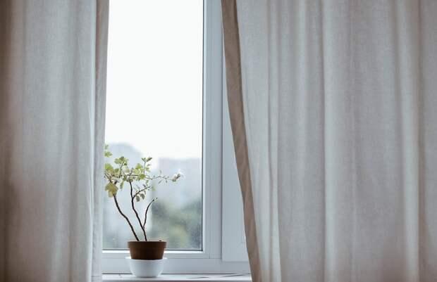 Ребёнок выпал из окна квартиры в Симферополе