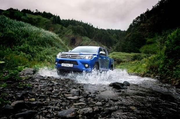 Пикап Toyota Hilux на бездорожье Сахалина: люкс №8