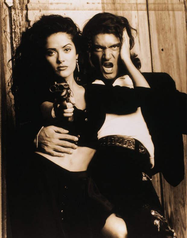 Сальма Хайек и Антонио Бандерас в фотосессии для фильма «Отчаянный»  (1995).