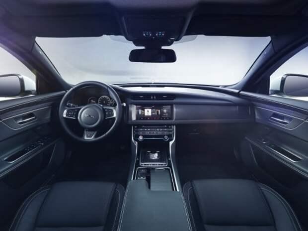 Новый бизнес-седан Jaguar XE показал свой салон (ВИДЕО)