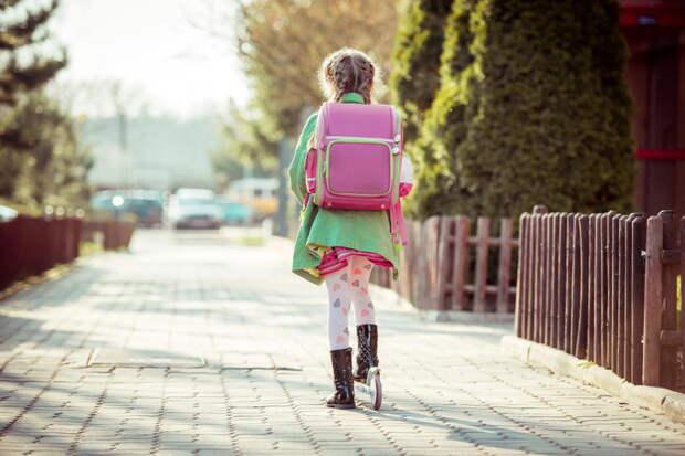 Идем со школы с дочкой домой, а она говорит, что голодная и уже не может терпеть