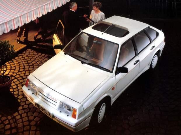 Интересно, что 12-миллионным автомобилем ВАЗ 6 июля 1989 года стала именно праворульная модификация «девятки». праворульный автомобиль, правый руль, экспорт