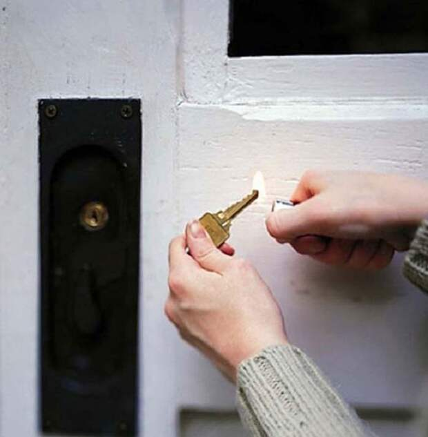 8. Если не получается открыть замерзший замок, нагрей ключ зажигалкой. зима, совет, хитрости