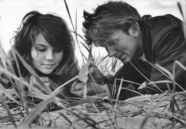 Двое на острове. Нина Свиридова, Дмитрий Воздвиженский, 1965 год, Эстонская ССР, из архива МАММ/МДФ.