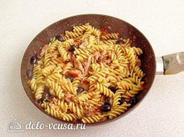Паста с тунцом и оливками: фото к шагу 10