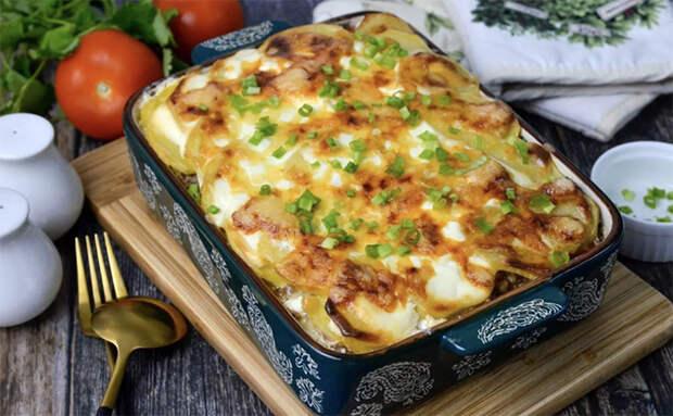 Кладем картошку и фарш слоями: ингредиенты обычные, а блюдо получилось полностью новым