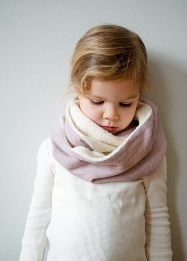 шарфик должен быть вязаным? Можно из ткани шить с мехом, лучше всего - из той же, из которой куртка или пальто сшита