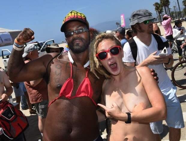 3. «Женщины должны иметь право открывать грудь так же, как и мужчины!»