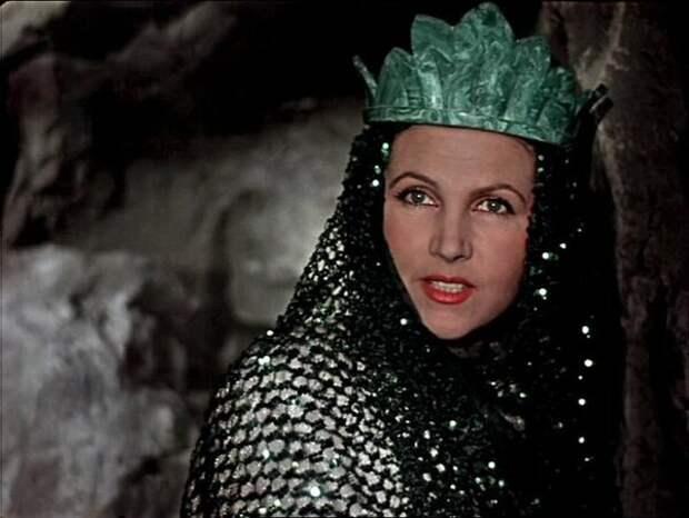 Тамара Макарова исполнила роль Хозяйки Медной горы.