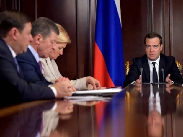 Медведев: Ситуация в автопроме сложилась непростая
