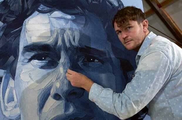 Портрет, сделанный из кусочков ткани.
