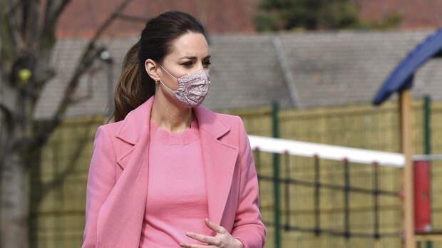Кейт Миддлтон отправилась за покупками с детьми после похорон принца Филиппа