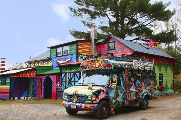 «Радужный» дом: неудержимый полет фантазии «свободной» художницы