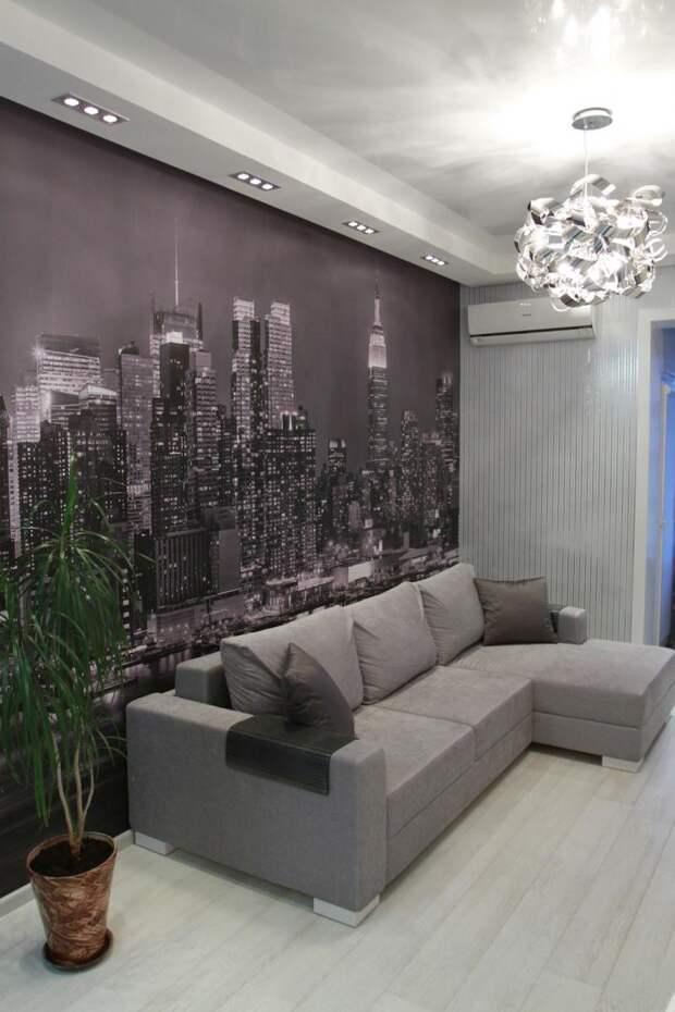 Панно с городским пейзажем на стене