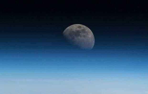 Астрономы-любители показали впечатляющий «парад» Луны, Венеры и Юпитера