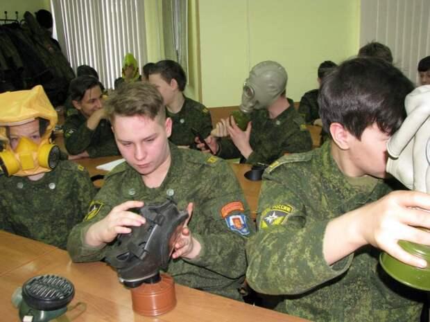 Спасатели рассказали кадетам про гражданскую оборону