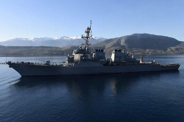 Ракетный эсминец ВМС США направился в Чёрное море