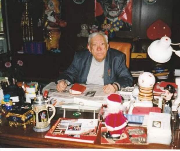 у себя в кабинете (последние годы жизни) Редкие фото Юрия Никулина, история, фото