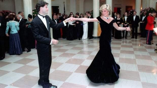 Голливудский актер Джон Траволта рассказал о сказочном танце с принцессой Дианой