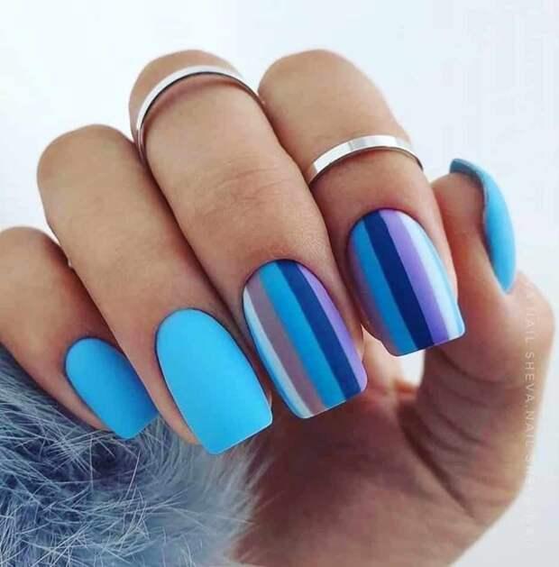 ногти голубого цвета