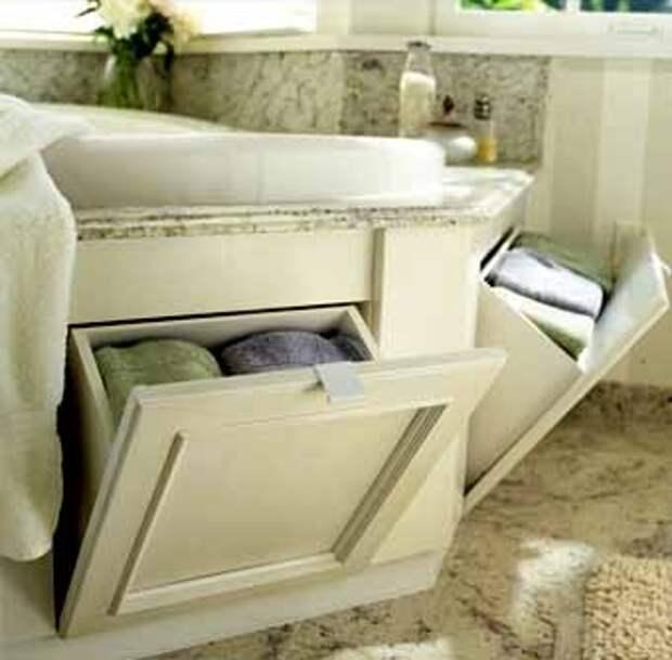 храним полотенце в шкафчике под ванной