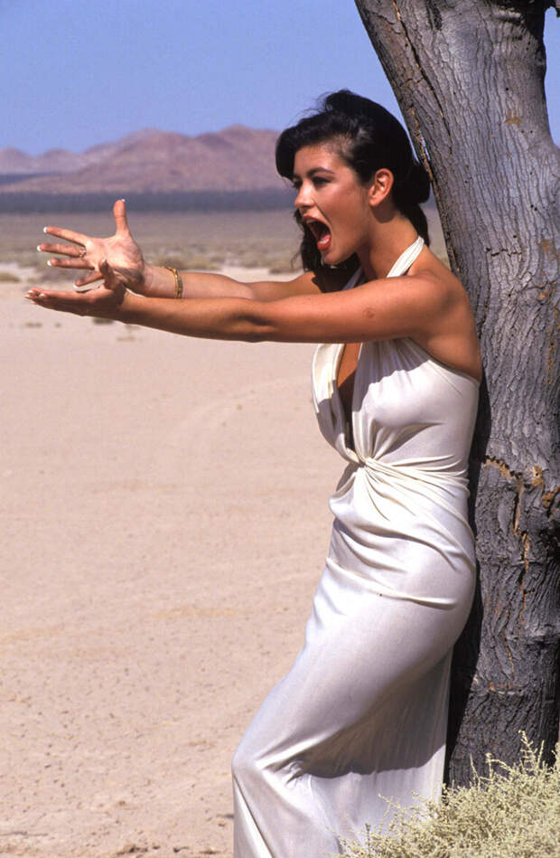 Кэтрин Зета-Джонс (Catherine Zeta-Jones) в фотосессии Рона Вулфсона (Ron Wolfson) на съемках клипа For All Time (май 1992), фото 8