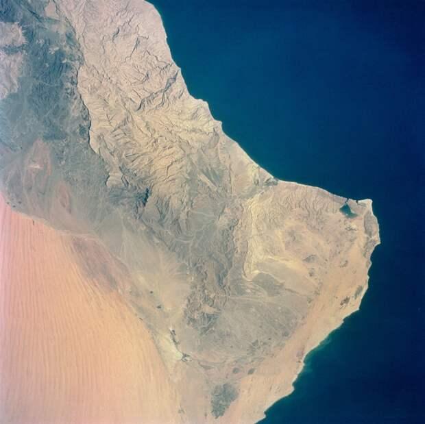 1965. Миссия «Джемини-4». Вид на Аравийский полуостров и Оманский залив. 1 июня