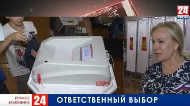 Как голосуют на избирательном участке №372 в Симферополе