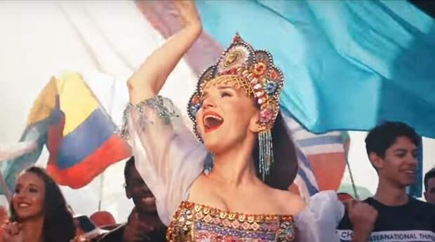 Где медведи? Наталия Орейро станцевала в кокошнике и спела песню на русском
