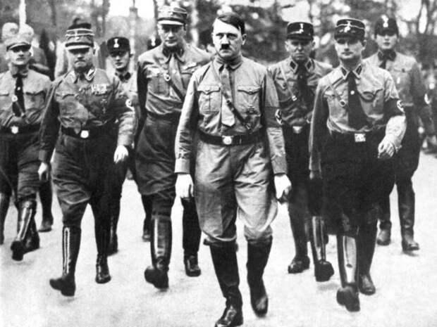 """""""Бонапарт из пивной"""". Е.Съянова. """"Как появился фашизм Гитлера?"""""""