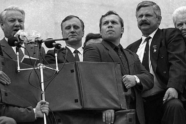 Бурбулис второй после Ельцина.